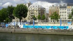 Paris, au mois d'août dans le quartier latin et l'ile de la cité 0 09 02-28